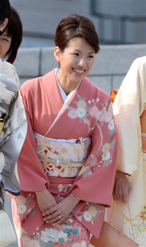 和装振興議員連盟のメンバーとして和服で国会に登院した豊田真由子