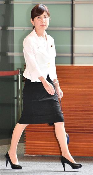 男性議員から「チーママ」と呼ばれた稲田氏、派手な装りや厚化粧は不粋