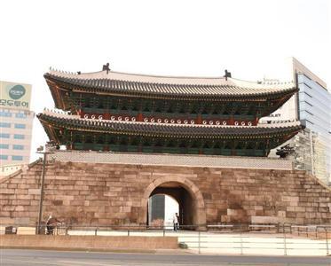 ソウルの南大門。韓国旅行には、いろいろ問題がありそうだ