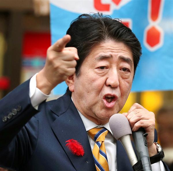 12日、新潟市内で演説する安倍首相