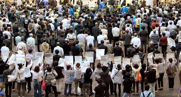 長岡市内では抗議する団体も(一部画像処理しています)