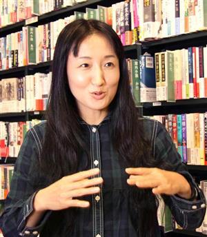 人たらしの極意】福島で書店開いた柳美里さんの孤高の思惑 福島の若者 ...