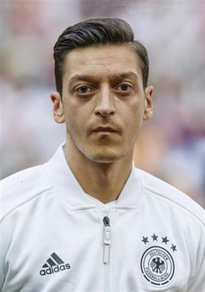 サッカーのドイツ代表MFメスト・エジル(共同)