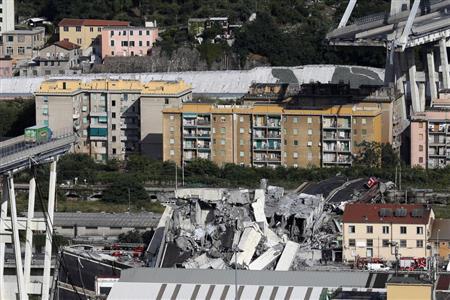 イタリアの高速橋崩落、捜索続く