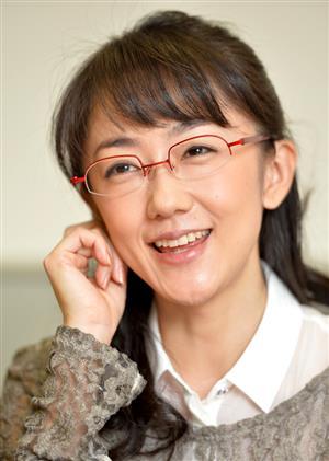 """メガネ美女""""唐橋ユミアナに熱愛報道 55歳、映像監督と渋谷デート ..."""