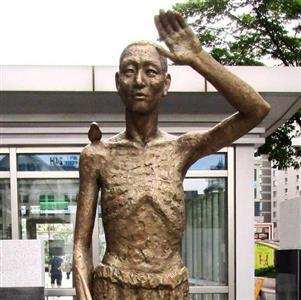 韓国・ソウル市の竜山駅前に2017年8月に設置された徴用工像(名村隆寛撮影)