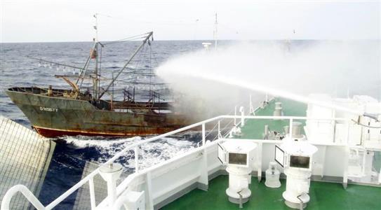 """北朝鮮漁船が""""凶悪化""""船体接触に..."""
