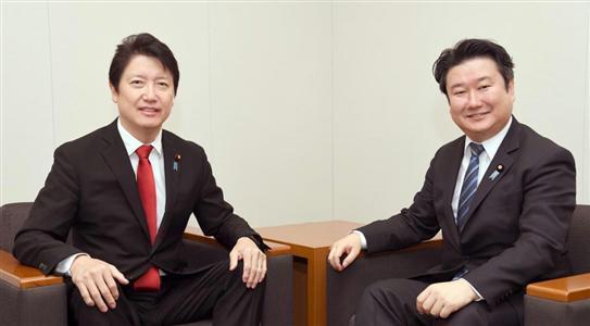 新春対談で笑顔を見せる和田氏(右)と足立氏