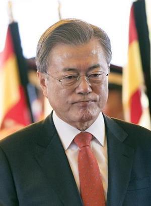 外交でも孤立を深める文大統領(AP)