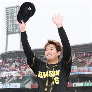 移籍後初勝利を挙げた西。1月下旬に糸井と再会を果たしていた