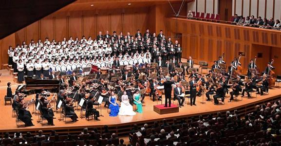 華麗な響きが約2000人の聴衆を魅了した=12日午後、東京都豊島区