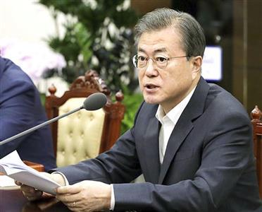文大統領の韓国は信頼に値しない(大統領府提供・共同)