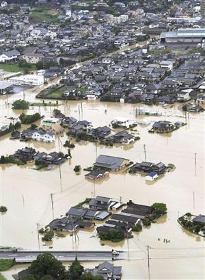 浸水した佐賀県武雄市の市街地