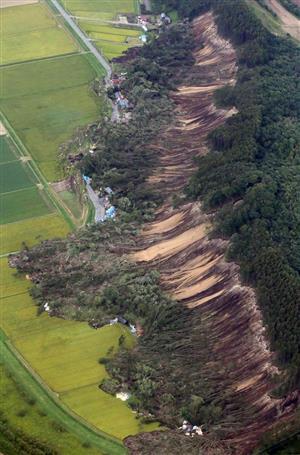 胆振東部地震の厚真町の土砂被害。こうした地域の震度情報も入電されないこともあるという
