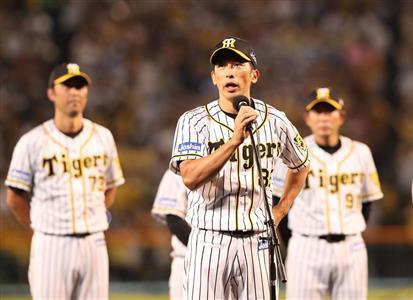 最終戦を終えてあいさつする阪神・矢野監督