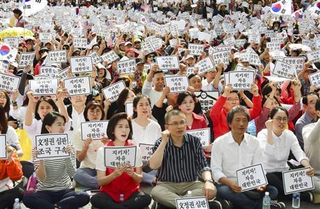 政権崩壊なら…韓国・文大統領死刑も?