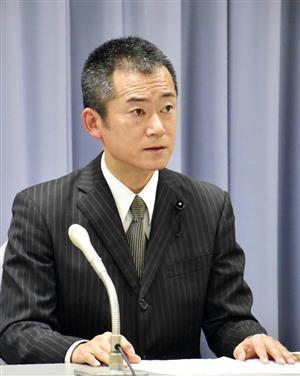 釈明会見を開いた諸田県議=9日、静岡県庁
