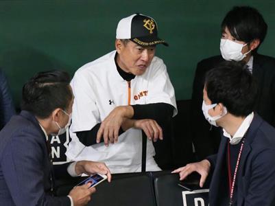 完全アウエーの兵庫県内各地で張り出される防犯ポスターはインパクト抜群。社会貢献活動に熱心な原監督は「ノーギャランティーだからね」とさらり