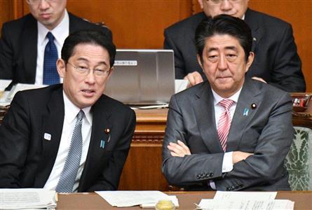 安倍晋三首相(右)は、岸田氏や財務省が反対する「消費税減税」を突破できないのか