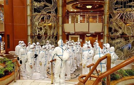 ダイヤモンド・プリンセスの船内で集まる自衛隊員ら=2月(防衛省提供)