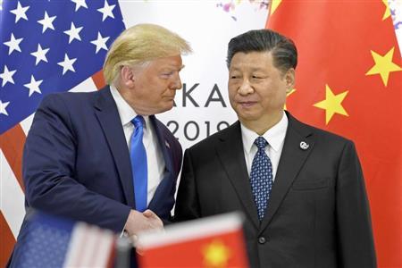 トランプ氏(左)と習氏。米中対立は深化の気配だ(2019年6月のG20大阪サミット、AP)
