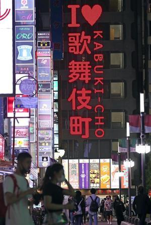 「東京アラート」が発動された翌日の新宿・歌舞伎町のネオン街=3日、東京都新宿区