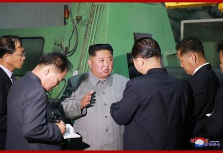 慈江道にある軍需工場、江界トラクター総合工場を視察する金正恩氏(2019年6月1日付朝鮮中央通信)