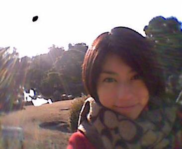 芳野友美、自撮りで謎の飛行物体が!?