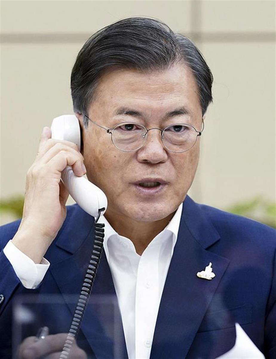 文大統領(韓国大統領府提供・共同)の暴走は手がつけられないのか