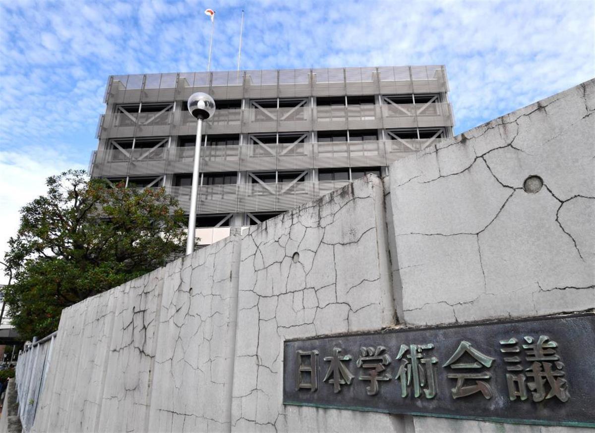 菅首相は所信表明演説で、日本学術会議の問題に触れなかった=26日、衆院本会議場