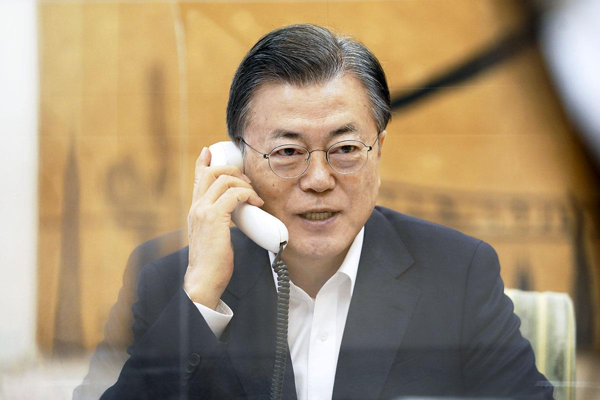 韓国の文在寅大統領(韓国大統領府提供・共同)