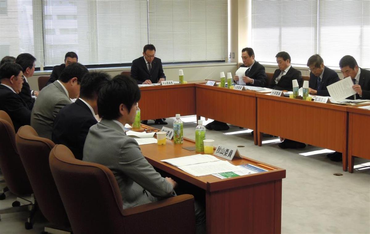 条例案をまとめる香川県議会の委員会=昨年1月