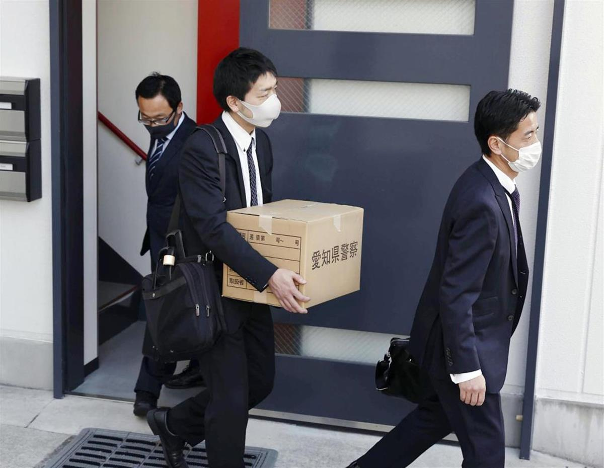 捜索を行った愛知県警の捜査員=24日、名古屋市