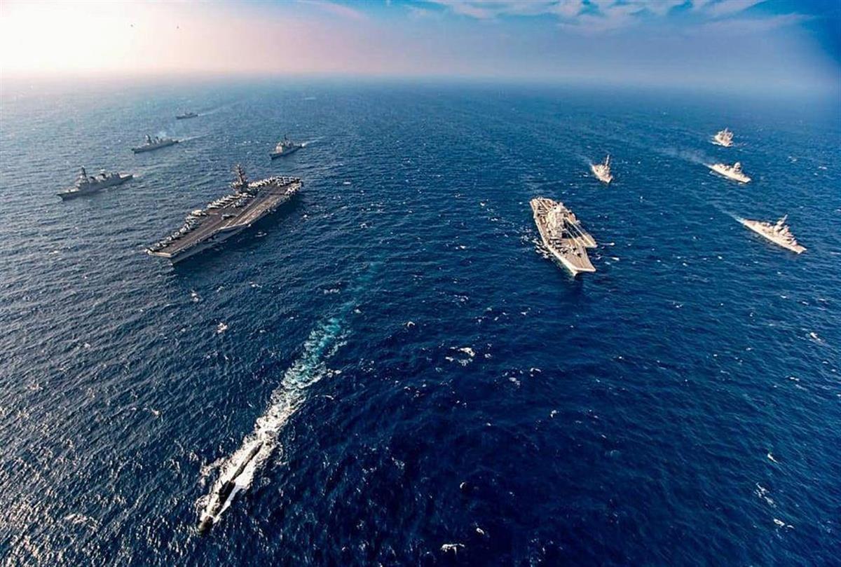 昨年11月にアラビア海で実施された日米豪印の海上共同訓練(インド海軍提供、共同)