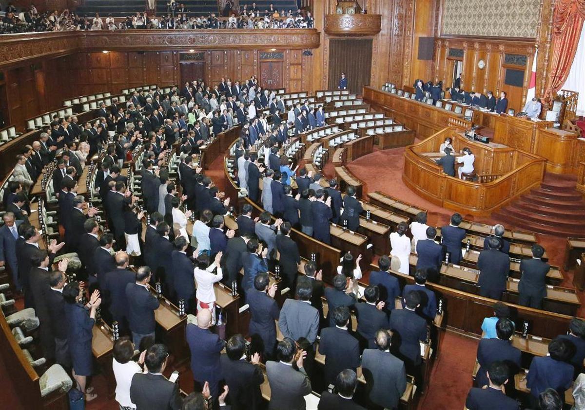 安全保障関連法は2015年9月に成立した(参院本会議場)