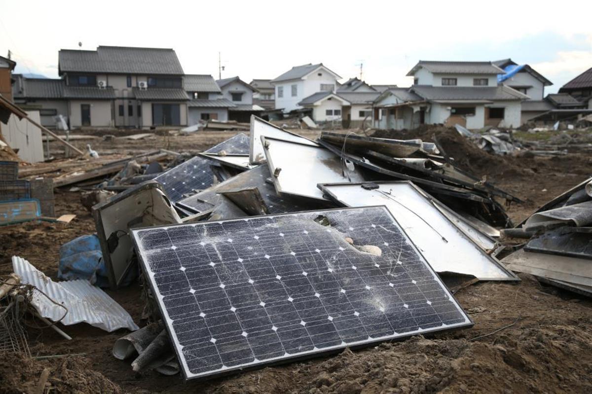 水害で破損した太陽光パネル