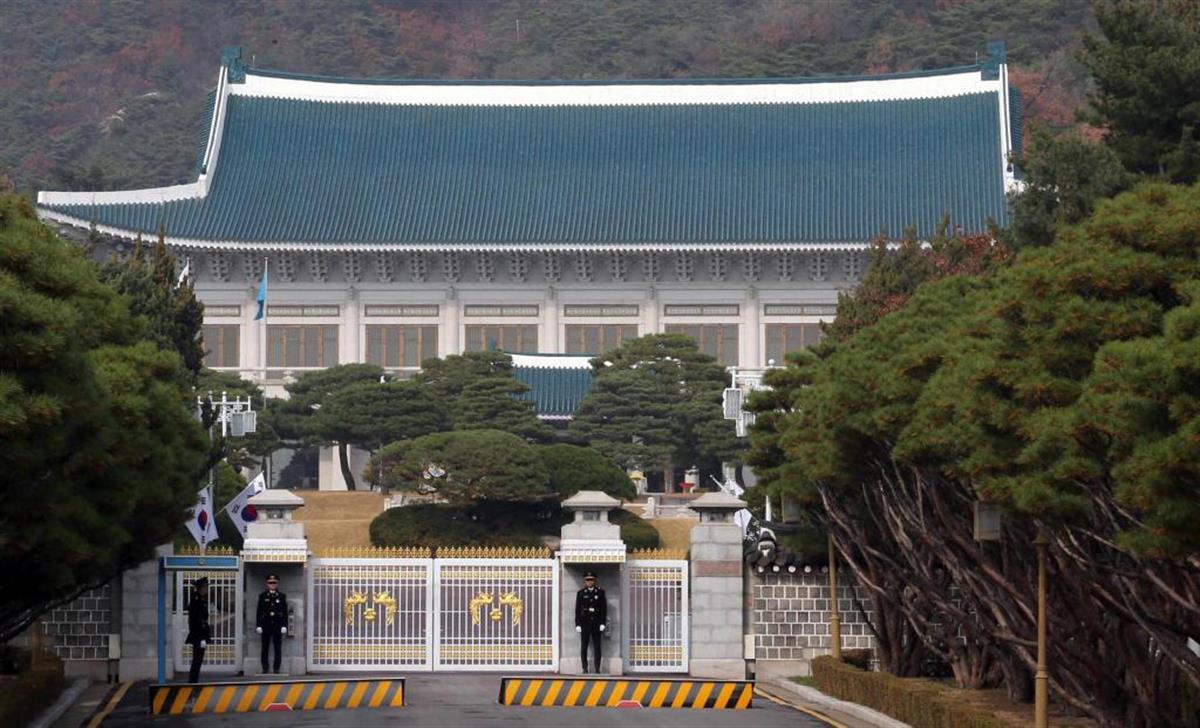 文大統領は10日、青瓦台で就任4年の演説を行った(韓国大統領府提供・共同)