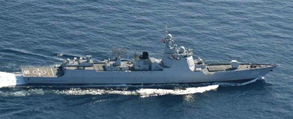中国海軍のルーヤンIII級ミサイル駆逐艦(防衛省統合幕僚監部提供)