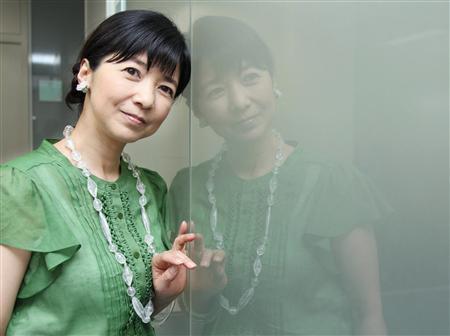 グリーンの衣装の宮崎美子